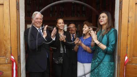 Mario Vargas LLosa entrega 2800 libros de su colección privada a la biblioteca de Arequipa