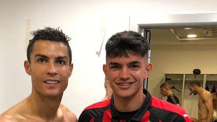 Juvenil del Milan se tomó una foto con Cristiano Ronaldo y mostró a Chiellini desnudo