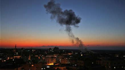 Israel bombardea Gaza en respuesta al lanzamiento masivo de cohetes