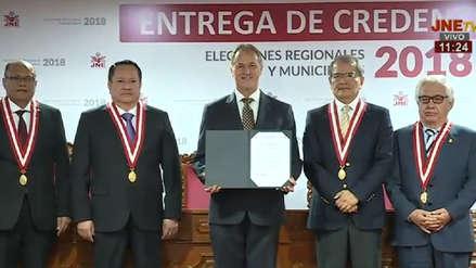 Jorge Muñoz recibió credenciales como alcalde de Lima y dijo estar dispuesto a reunirse con Castañeda