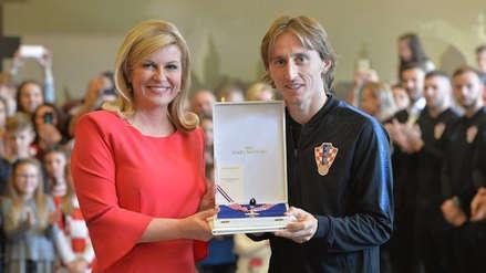 La presidenta de Croacia condecoró a su Selección por el subcampeonato en Rusia 2018