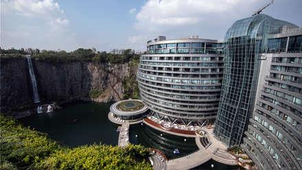 Una cantera fue transformada en un hotel 5 estrellas en China