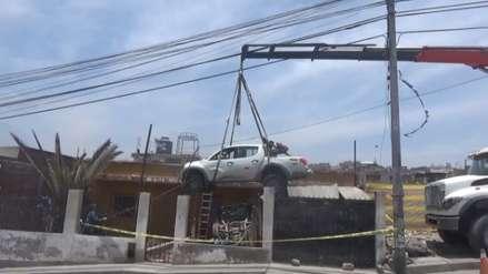 Video | Una camioneta quedó empotrada dentro de una vivienda en Arequipa