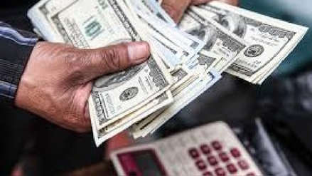 Dólar cae 0.24% el viernes y cierra la semana en S/3.375