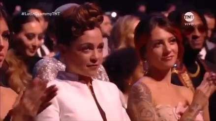 Natalia Lafourcade aclara polémica por su gesto durante la premiación a Maluma