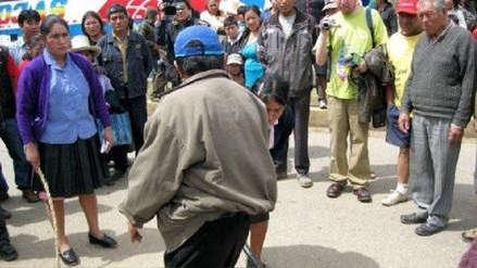 Ronderos castigan a una pareja acusada de infidelidad en Huamachuco