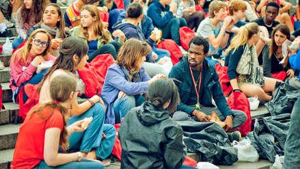 Francia va a aumentar matrícula universitaria para estudiantes no europeos