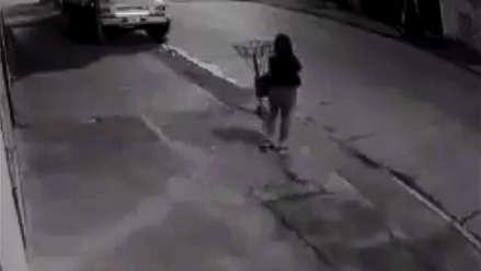 Video | Una policía se defendió a tiros de un delincuente y será premiada por su coraje