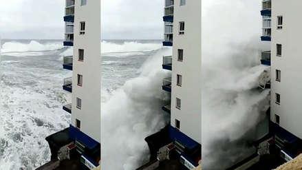 España: Ola de seis metros destrozó balcones de un edificio en Tenerife (Video)