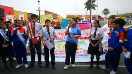 Escolares realizan plantón por maltratos de transportistas en Trujillo