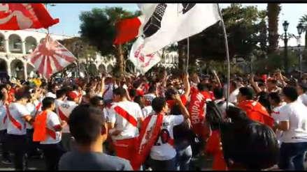 Perú vs. Costa Rica: banderazo previo al partido en la Plaza Mayor de Arequipa | VIDEO