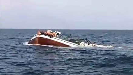 Chimbote | El aterrador momento en el que una embarcación se hunde y pescadores claman auxilio