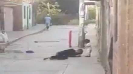 Mujer fue agredida por su pareja en la calle y frente a su hija de dos años