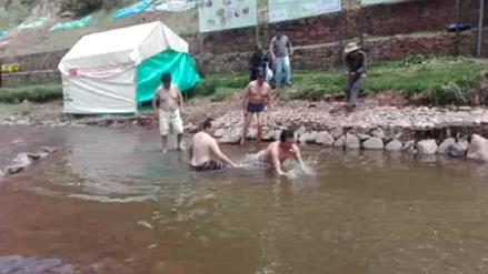 Alcalde de Cusco cumplió promesa y se bañó en río considerado el más contaminado de la región