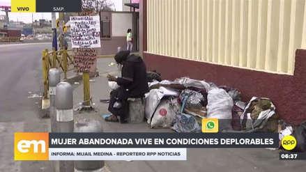 Vecinos piden ayuda para una anciana abandonada en las inmediaciones de la UNI