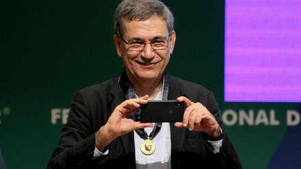 El galardonado Orhan Pamuk asegura que escribe