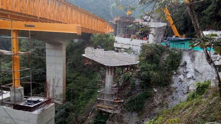 Al menos cinco muertos tras caída de tramo de un puente en construcción en Colombia