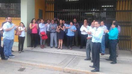 Docentes del centro pre de UNPRG realizan plantón por falta de pagos