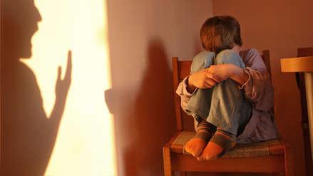 """Hombre denunció que su padre y su madrastra abusaron de él cuando era niño para """"evitar"""" la homosexualidad"""