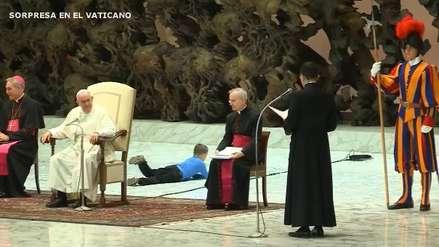 Niño con autismo le robó protagonismo al Papa: correteó y resbaló en plena audiencia