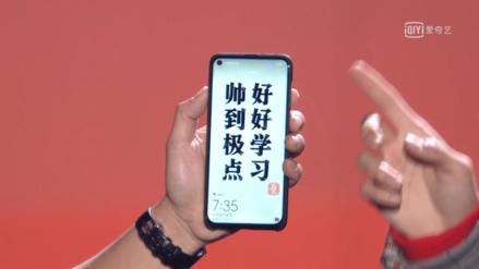 Con agujeros, dobles y flexibles: así serán las pantallas de los smartphones en 2019