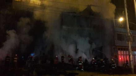 Un incendio consumió un depósito de madera en Carabayllo