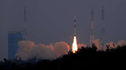 La India lanzó con éxito 31 satélites en un solo cohete