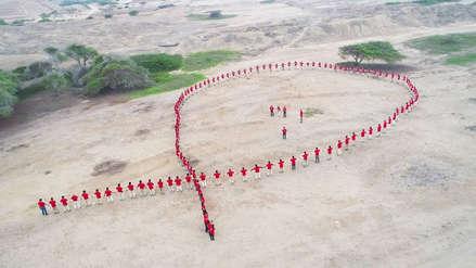 Forman gran lazo humano en Chan Chan para sensibilizar en la lucha contra el Sida