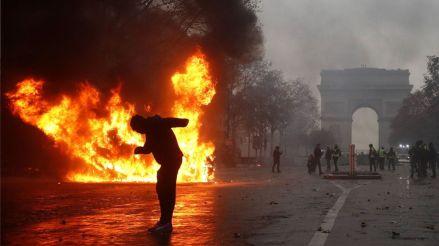 París en llamas: Violencia y saqueos mientras el presidente de Francia está en el G20 en Argentina [Fotos]