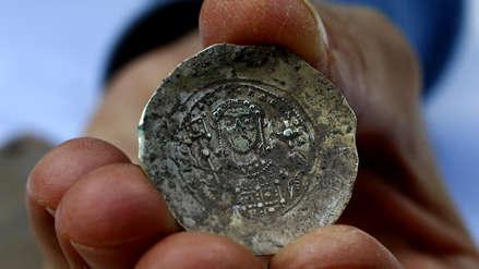 86b445076cc1 Las monedas datan de fines del siglo XI y posibilitan relacionar el tesoro  con la conquista