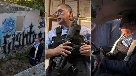 Alcalde sale armado a las calles de su municipio para proteger a sus vecinos de sangrientas pandillas [VIDEO]