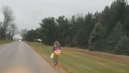 Hombre hizo caminar 8 kilómetros a su hija en medio del frío para enseñarle esta lección