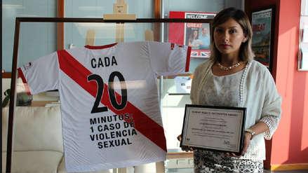 Arlette Contreras recibió el premio Defensora de los Derechos Humanos 2018 de la embajada británica