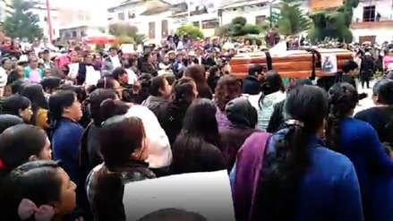 Familiares entierran los restos de Marisol Estela Alva en Bambamarca