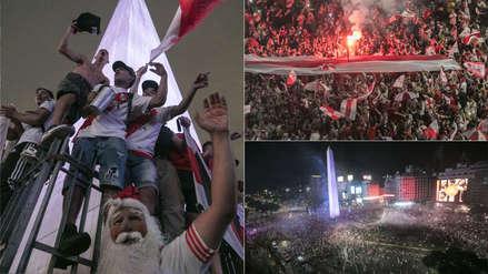 Hinchas de River Plate desafían a la lluvia y festejan el título en el Obelisco