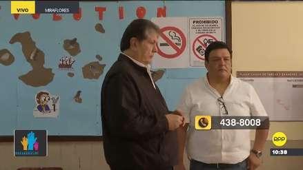 Alan García acudió a votar en Miraflores acompañado por sus seguidores