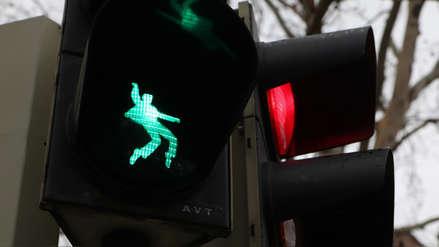 """Fotos   """"El rey"""" de la carretera: ¿Por qué una ciudad alemana pone a Elvis Presley en los semáforos?"""
