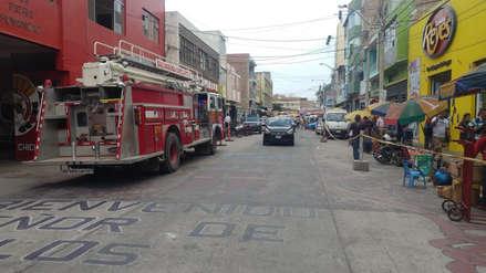 Ambulantes bloquean la salida a una estación de bomberos en Chiclayo