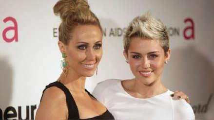 Miley Cyrus revela que volvió a consumir marihuana incentivada por su madre