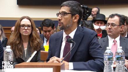 """Sujeto disfrazado de """"Monopolio"""" aparece en plena audiencia del CEO de Google ante el Congreso de los Estados Unidos"""