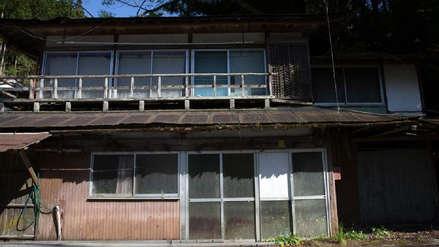 La superstición y la población longeva hacen que las casas se rematen en Japón