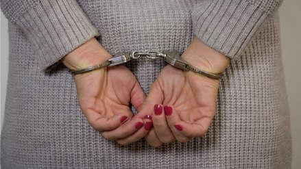 Mujer demanda a la Policía por esposarla y encadenarla mientras daba a luz en Nueva York