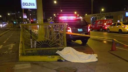 Un motociclista murió al estrellarse con un taxi en la avenida Universitaria