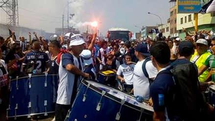 Alianza Lima recibió un multitudinario banderazo en su camino al Estadio Nacional
