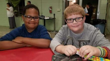 EE.UU. | La historia de un niño que recaudó fondos para comprar la lápida de su mejor amigo