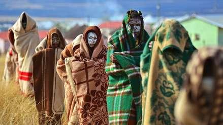 Así son los tradicionales ritos de circuncisión en Sudáfrica que han dejado 22 muertos en dos semanas
