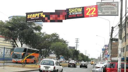 Rechazo ciudadano por banderolas publicitarias con mujeres desnudas en Trujillo