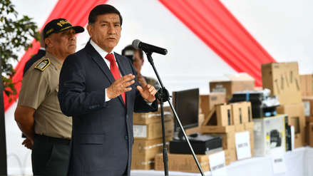 Ministro del Interior propone usar grilletes electrónicos para luchar contra la violencia a la mujer