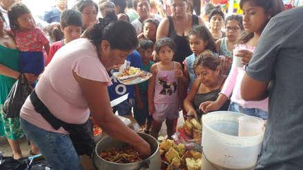 Una comerciante ofrece desde hace seis años una cena navideña a niños de un mercado de Chiclayo
