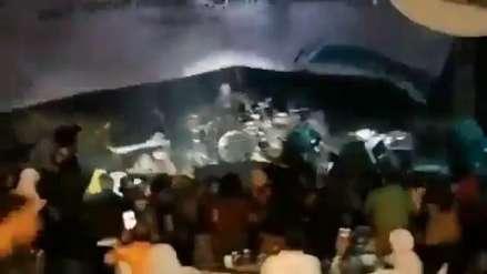 Indonesia | Músicos y espectadores mueren al ser arrasados por tsunami durante concierto